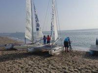 Catamaranes a la orilla del mar