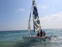 Navegando en catamaran a vela