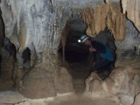 explora la cueva