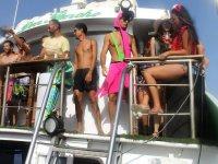 En el barco disfrazado de flamenco