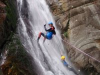 Rapelling with the feet in the waterfall