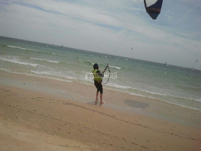 在塔里法学习风筝冲浪