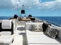 Cubierta del barco en blanco y negro