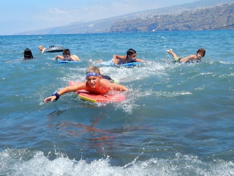 Nadando en la playa