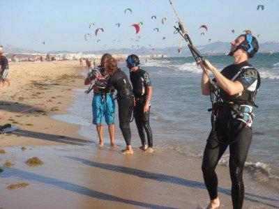 Battesimo di kitesurf di gruppo a Tarifa 3 ore