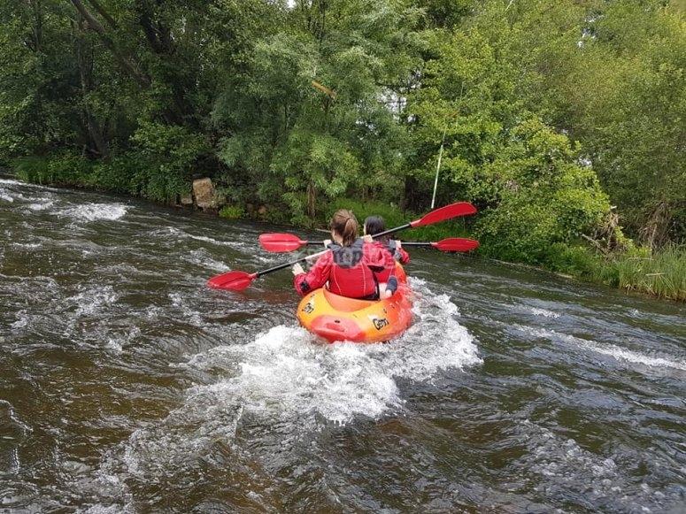 travesia de kayak en aguas bravas