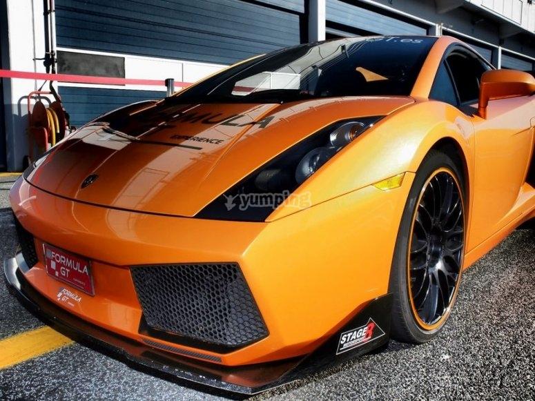 Pilota un Lamborghini en circuito de Brunete