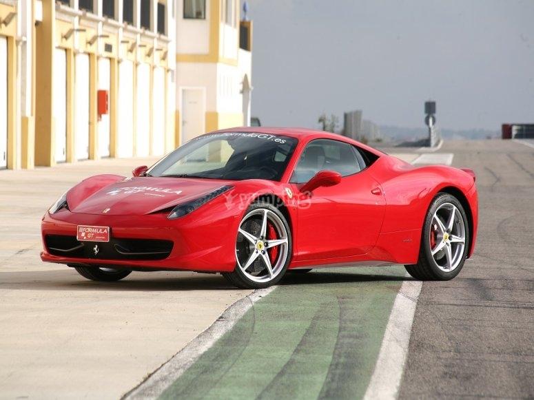 Conducir un Ferrari en circuito de Monteblanco