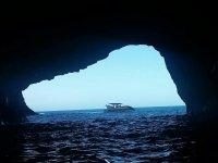 La entrada de la cueva desde el barco