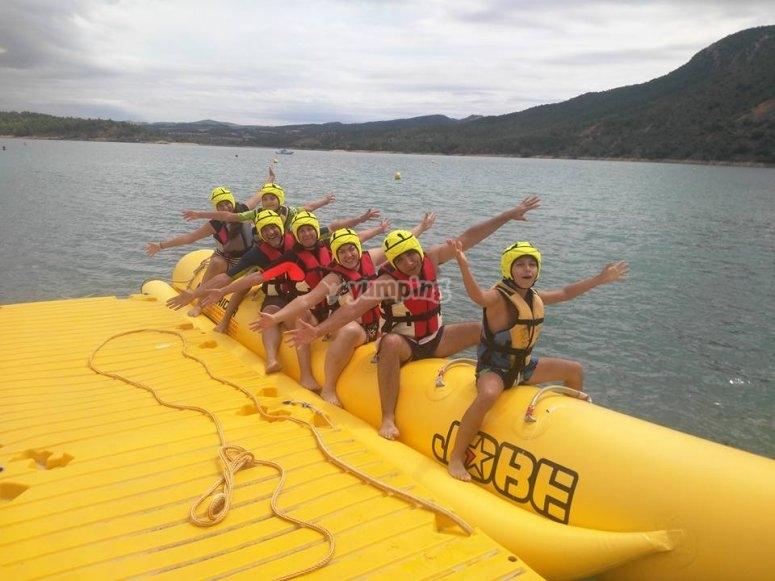 Banana boat en grupo en Esera