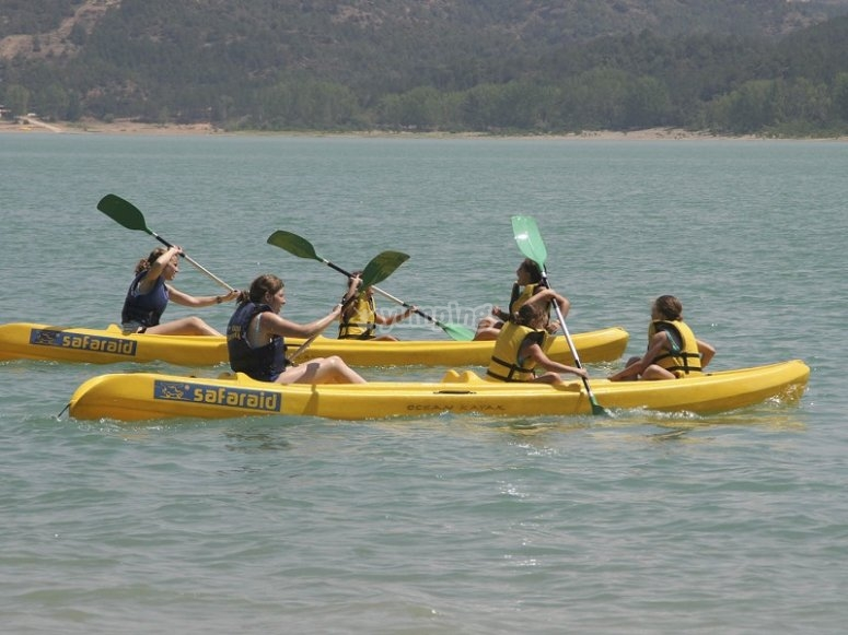 Canoas navegando