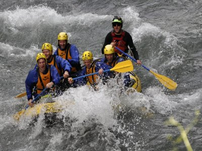 独木舟脚踏船香蕉船和漂流在坎波