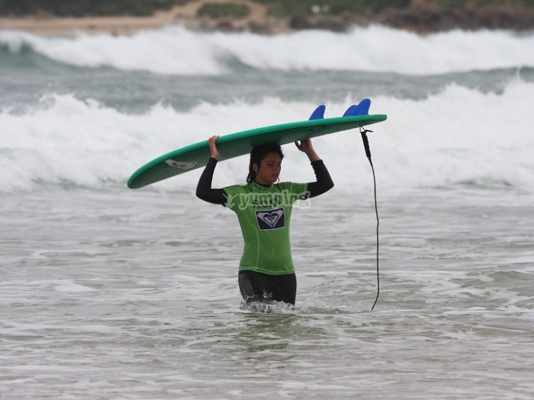 Rising the surfboard