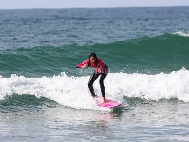 冲浪女校友取浪冲浪生活方式