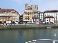 Viendo las casas del puerto