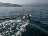 Barco dejando una estela