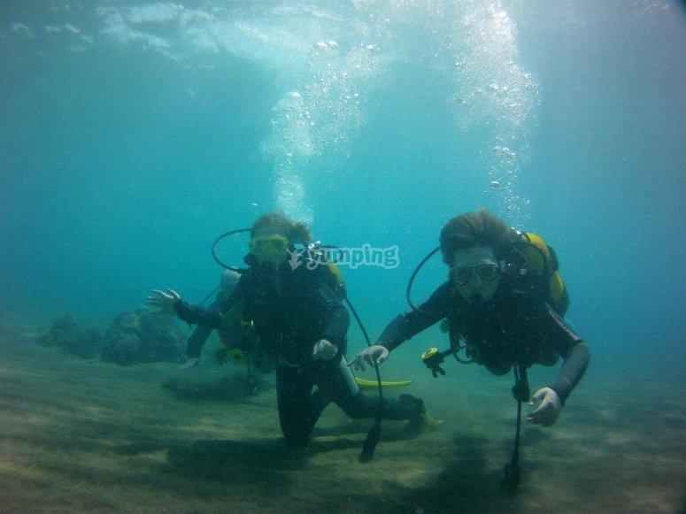 救援潜水员的做法
