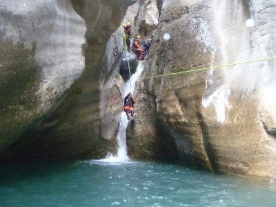 Barranquismo en el Pirineo de Huesca nivel inicial