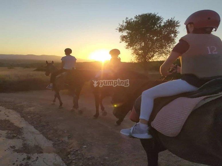Jovenes a caballo