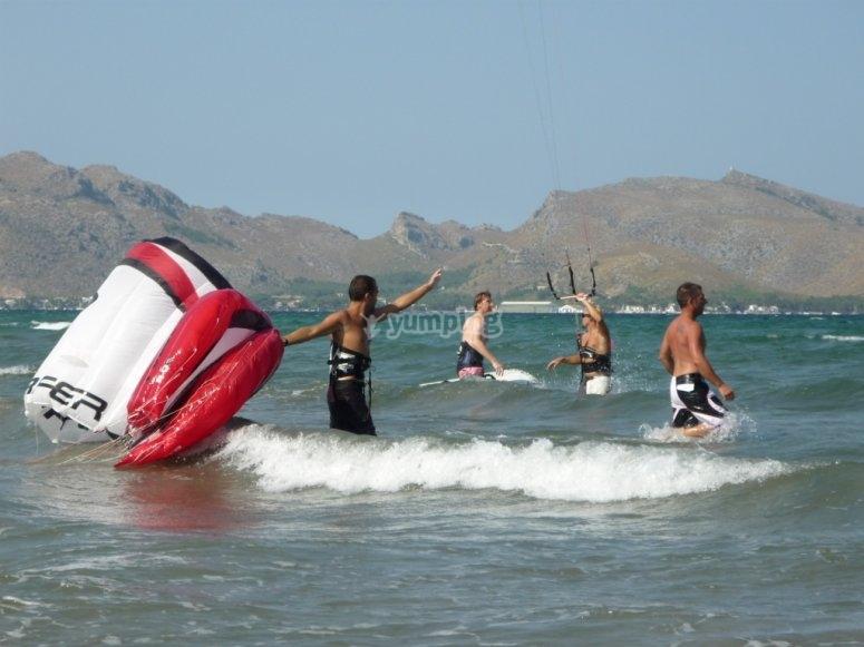 Vive la experiencia del kitesurf en Mallorca
