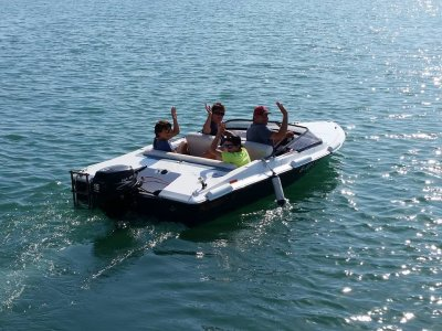 Funboat Vela