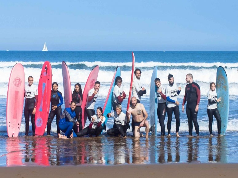 Have fun in our surfing lessons