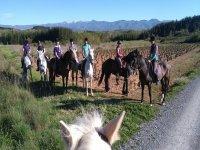 Recorriendo el medio natural a caballo