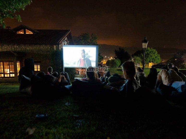 Sesion de cine al aire libre