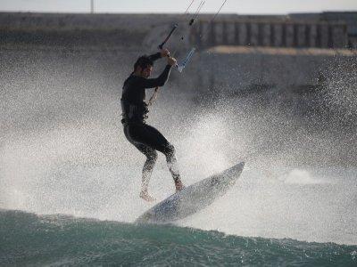 Curso de kitesurf de 3 horas, en Tarifa