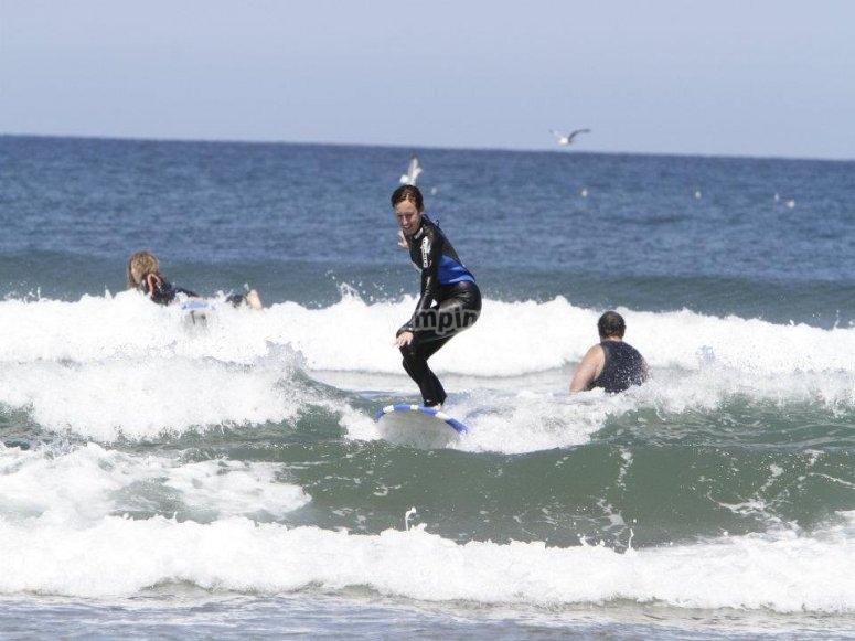 学习在萨利纳斯冲浪