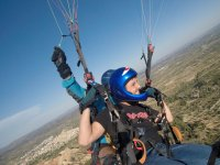 Holding the camera on the paraglider