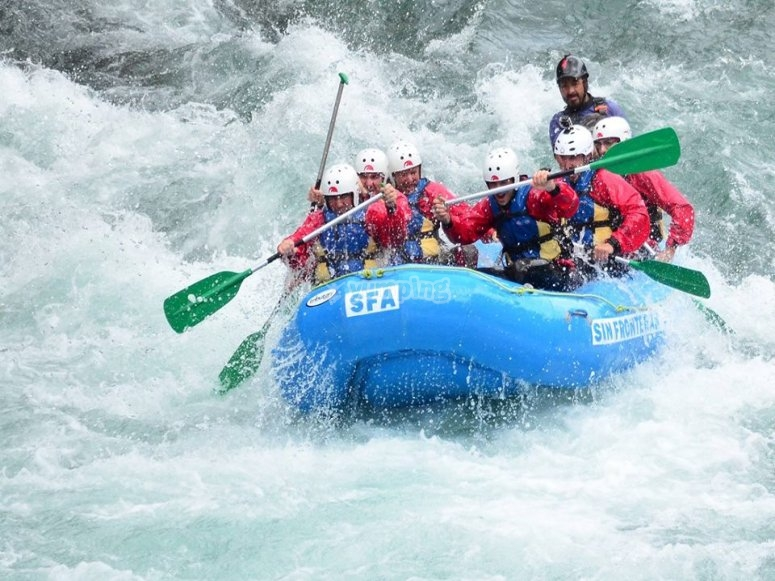 Enjoy rafting on Esera River