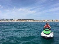 Jet ski al largo della costa di Denia