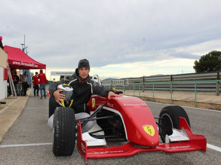 Drive a competition Formula 3