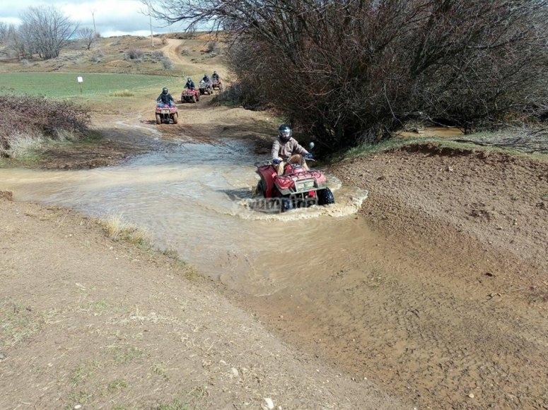 Attraversando il fiume in quad a Fresno de la Fuente