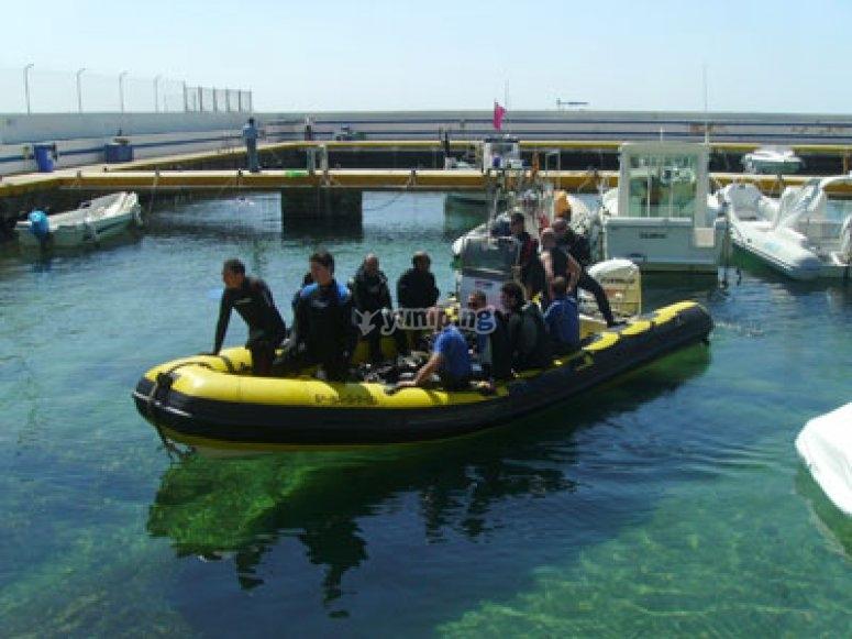 乘船去潜水