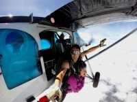 Saltando desde la avioneta Pirineos