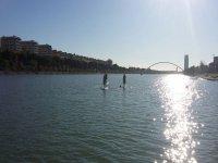 Haciendo paddle surf en Sevilla