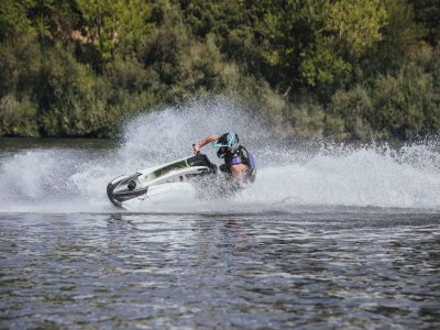 Single-seater jet skiing in Guadarrama 30 min