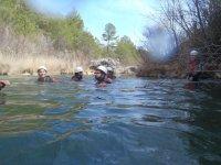游泳在列流域洞穴
