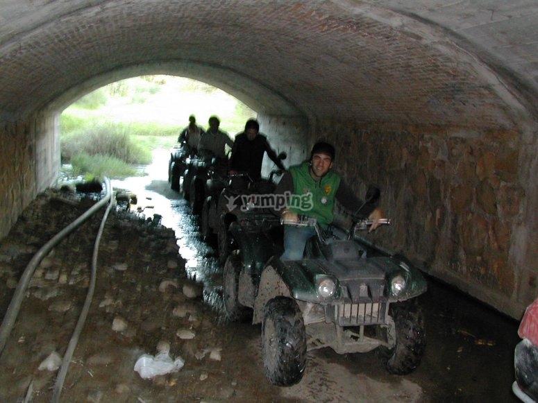 隧道下的路线