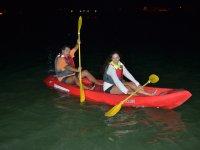 kayak por la noche
