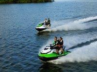 Godere della velocità con moto d'acqua