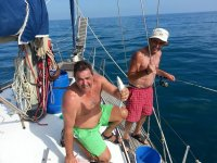 在Costa del Sol的一条帆船的体育捕鱼2个小时