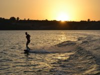 Al tramonto facendo wake
