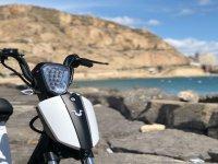 Bici eléctrica en la costa
