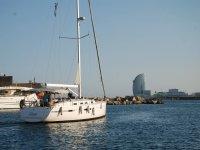 Paseo en velero en la costa de Barcelona 3 horas