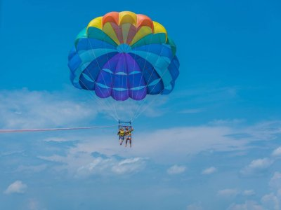 Parascending en Fenals, 12 minutos