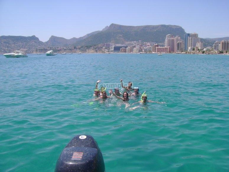 snorkel frente a la costa