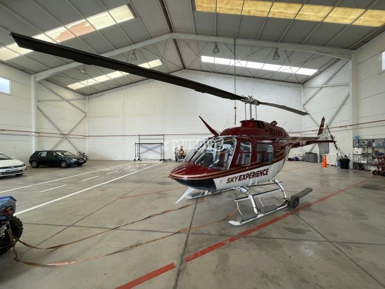 Nuestro helicóptero antes del vuelo